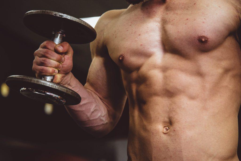 筋肉質な人の写真